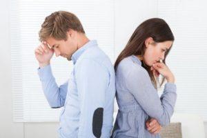 Мужчина и женщина расстроены