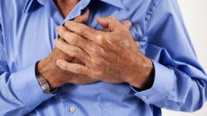 У мужчины болит серце
