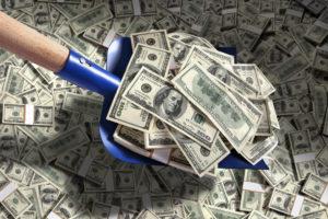 Деньги лопатой гребут