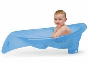 ребенок в ванночке