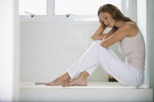 женщина сидит в ванне