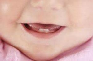 у ребенка прорезаются зубы