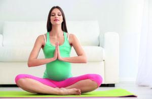 беременная на йоге